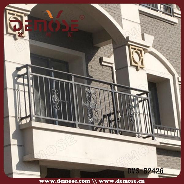 Decking recinzione idee ringhiera design per balcone for Simple railing design for balcony