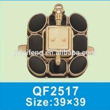 QF2517 Elaberate light gold fancy turn lock Bag Accessory hardware