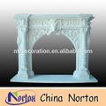 La luz azul de uva y la cabeza de los animales y pilar de la decoración chimenea de mármol ntmf- f036