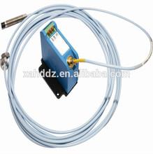 Vibration measuring sensor, displacement sensor