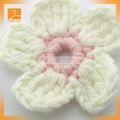 decoração de crochê artesanal de flores de fita fazendo
