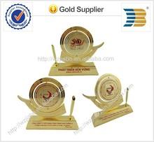 beautiful form design metal award trophy with custom design