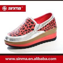 2014 fabricante de plata de cuñas de Metal estampado de leopardo zapato zapatos