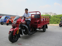 cheap chinese motorcycles/3 wheel car with cabin/cargo tricycle with cabin and box