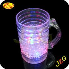 2014 hot promotional clear beer mug with handle led flahsing lights plastic ice beer mug