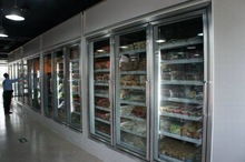 Walk in cold storage dispay room for drink,diary products in supermarket with solar power