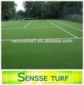 สวม- ความต้านทานธรรมชาติหญ้าสังเคราะห์มองสนามเทนนิสที่มี