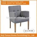 Moderno sofá silla, retazos de la espalda y los brazos, de goma montado las piernas de madera, tb-7288
