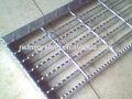 bajo precio y el peso ligero de la oxidación de la aleación de aluminio de rejilla de la banda de rodadura escaleras pasos