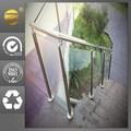 al aire libre la mansión de escalera de metal con diseño de vidrio