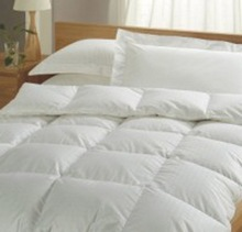 Wholesale high quality white queen size goose feather and down quilt bedding sets