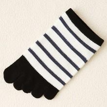 Japanese OEM Custom Design Mature High Quality White Black Stripes Organic Cotton Knitting Lovely Girls Five Fingers Sock