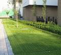 La hierba fina suelodegoma, la hierba de la estera de goma, zona juegos suelodegoma