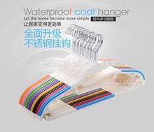 2014 design 100% new material anti slip plastic clothes hanger