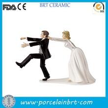Popular couple comedy humorous Resin Figurine for Wedding Cake