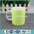 incomum de cerâmica relevoimpressão caneca de café