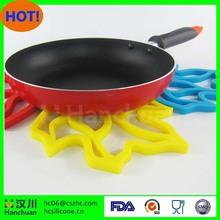 Heat Resistant Durable Flexible Non Slip Mat for Kitchen Cooking Baking Silicone Trivet Hot Pad Set