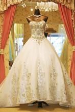 2015 Custom latest design real samples sweetheart sleeveless long tail hand beaded white lace luxury wedding dresses