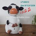 Artes de la resina de la vaca con el movimiento de la cabeza del sensor y/venta al por mayor de china artesanías de resina de la vaca en nuevos productos