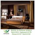 ضوء الأشعة فوق البنفسجية الطلاء غرفة نوم مع الخشب الزان