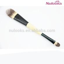 duo brush including foundation brush and eye shadow 01