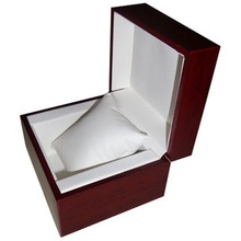 Glossy lamination solid wooden watch box with pillow insert