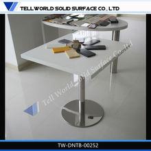 sala da pranzo e artificiali base in acciaio inox tavolo da pranzo in pietra in alto
