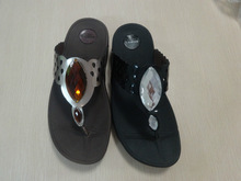 Newly Beach Wholesale Rhinestone Lady Fashion Flip Flop with hollowed designs and crystal