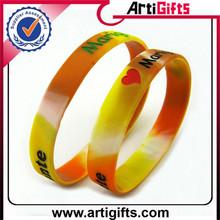 Wholesale cheap fashion and passionate silicon bracelet