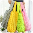 Fashionable and foldable shopping bag with cute shape