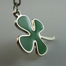 green leaf shape metal or plastic 4 leaf clover keychain maker