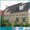 trou carré de chantier de décoration de jardin clôture de roseaux