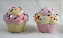 New Unique Design Cupcake Shape Ceramic Wedding Favors and Gifts Salt and Pepper Shaker Wedding Decorations Event&Party Supplies