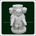 الزخرفية المنحوتة جهة عمود من الرخام الأبيض تمثال