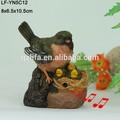 nuevo diseño de dibujos animados cantando artificial de aves en la resina para la decoración del hogar