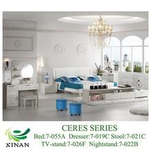 elegantes muebles de colores brillantes bélgica
