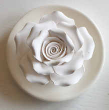 Rose Shape Hand-Made Aroma Car/Home Fragrance Scented Ceramic Flower Diffuser with Ceramic Plate
