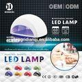 Uñas de la lámpara UV que cura la luz