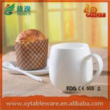 plastik çay bardak ve tabaklar toplu