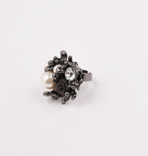 fashion pearl with black alloy engagement ring