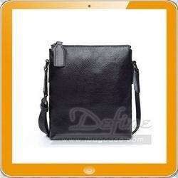 Vertical laptop messenger bag