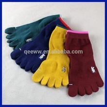 Embroidery design 2015 wholesale china jacquard running toe socks promotion