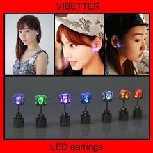 Mode en acier inoxydable boucles d'oreilles glowing LED coloré boucles d'oreille lumière up dance party, Pub