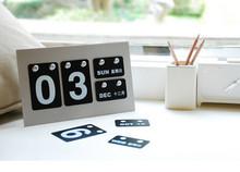 So cute OEM Circles Viewing Brush Finish Desktop Aluminum Perpetual Calendar