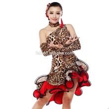 Une épaule latine dos creux robes de danse