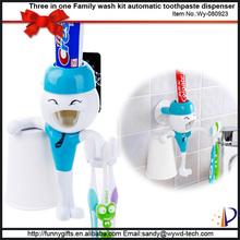Cute bath set portable toothbrush holder food grade plastic