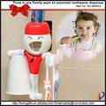 การ์ตูนอุปกรณ์อาบน้ำที่มีคุณภาพสูงและค่าใช้จ่ายต่ำและถือแปรงสีฟันยาสีฟัน
