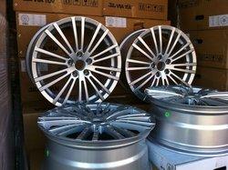 "18"" New R32 Style Hyper Silver Finish Wheel"