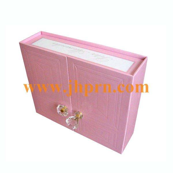 Treasure chest with door closure