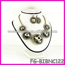 China spike rhinesone bib necklace jewelry pearls for sale